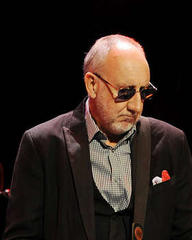 Pete Townshend honours Iain Banks at The Who concert